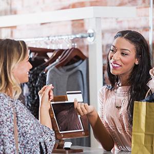 Le commerçant génère des ventes additionnelles grâce aux bons plans