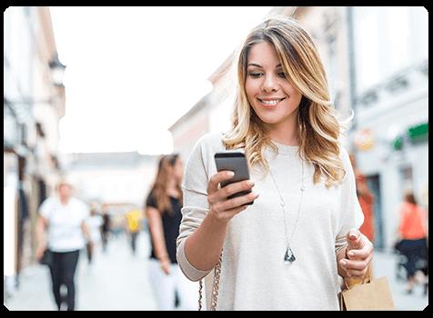 cliente regarde une application mobile